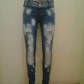 В наличии женские джинсы