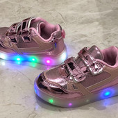 Светящиеся кроссовки для малышей.Уже в пути