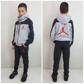 Спортивные костюмы подросток: мальчик и девочка.