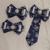 Наборчик! !!!!!галстук брошь и 2 резинки.