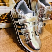 В наличии 31,32,33,34р!!! В наличии 32, 33р. Стильные кроссовки серебро.