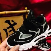 В наличии черные (27,29,30р)!!! Классные кроссовки. Размеры 27-32