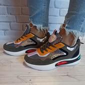 Женские стильные кроссовки 250 грн