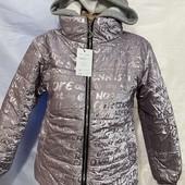 в наличии ф 1 -2 с капюшоном - съемный.Куртки хамелион - тренд весна 2021